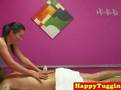 Jizzed masseuse asiatique gâche client