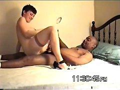 Hausfrau breitet sich auf ihren dunklen Fucker