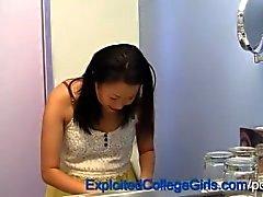 Chorreo De Leche adolescente de embarazada asiática
