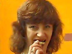 Grannyen utan tänder suger och fucks frmxd KOM