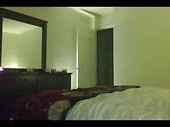 Adam otel odasında esmer tranny matkaplar