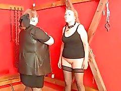 OldNanny Oma dergleichen BDSM Verfahren und fickte har