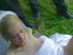 Porra noiva em público após o casamento