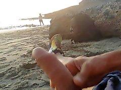 spiaggia di masturbazione fanciulla davanti con cum