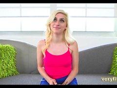 Блондинка подросток любительской Casting Couch