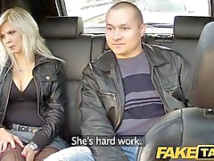 FakeTaxi dicken Titten blonde Ficks auf Rückbank