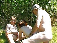 Franse Babe kutje neuken in het veld
