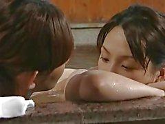 Asian lesbischen Schlampen in der Badewanne