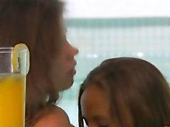 Pintainhos adolescentes russa Tradutor jogam amor secreto e sugam organismos