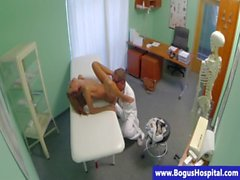 Doktor Sert porno burgular küçük hasta