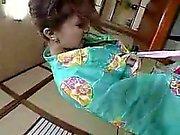 Hurmaava japanilaiset vaimo perky tissit imee ja aivohalvauksia