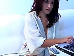 Sultry Webcam Girl Wants To Play WIth U