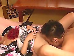Orientalisk bruden fattar stor cock bakifrån in sin håriga twat