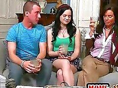 Jennas stiefmoeder neukt haar vriendje