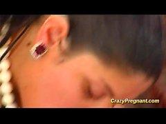 Pregnant adolescente tetona goza de buen polvo