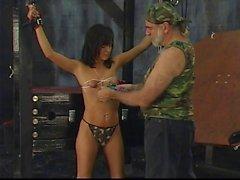 Seksi Britt eziyet yerde Maks Crazy Condom Party Fetiş yönelik sensative bir gövdeye sahip