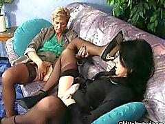 Роговые зрелые проститутки сойти с ума потирают клиторы