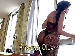 Т.С. привлекательный Ariadina Оливера расположен анальным