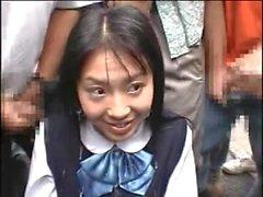 Japanese girl mottar i en Bukkake offentligt