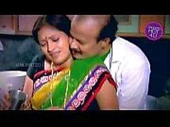El ama de casa india tío Tentado Boy Vecino en la cocina - YouTube.MP4