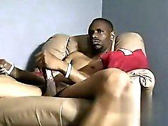 Gay görüntü Asılı Biseksüel Guy Dee bazıları Cock döndürür
