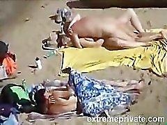 Çıplaklar Beach teyzeme ile Anneme gözetliyorsun
