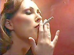 Mandy Kirkas Tupakointi Hot