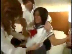 Japanilaiset koulutyttö kutista