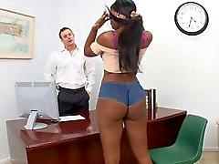 Горячий девушку трахается со своим босс