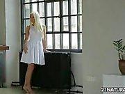 Sexy French блондинки Джесси вольтов занимает горячий секс