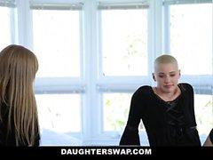 DaughterSwap Готический Sluts трахает лучшие подруги папа Pt.1