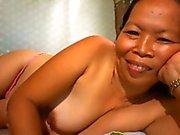 filipina mummo osoittaa hänen Nice boobs cam