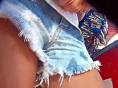Pedacinho da bucetinha debaixo zu tun shortinho Jeans