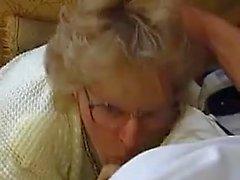 Allemande Granny double pénétration