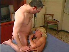 Nerdy adam anal hotel bedroom büyük göğüslü cool bir sarışın de transseksüeli sikikleri
