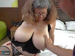 Agedlove mormor med big tits knullar