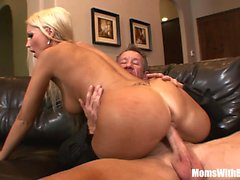 MILF Housewife Diana Doll Fucked En bas sexy