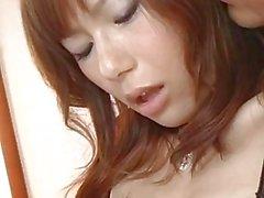 Miki MILF en lingerie commence à baiser dur