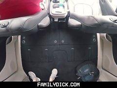 FamilyDick - пупсик-медведь папа трахает мальчика в машине для курения