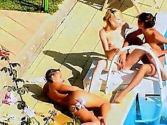 Trois étudiants qui fucking le secret de la piscine