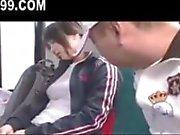 söt busty schoolgirl körd på buss