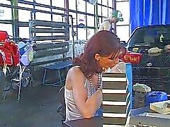 Lady alemão gangbanged na Garagem