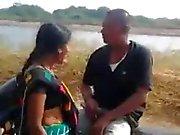 Desi Bhabhi Antamalla Suihinotto & nai Doggy Bike ulkona