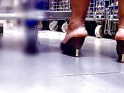 pés maduros de salto alto mulas