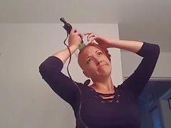 anne başını tıraş