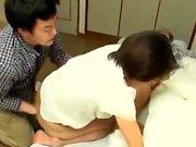 Tesão Milf japonês amador abre cabeludas para foder