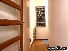 Erittäin kiimainen japanilainen MILFS imee part2