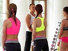 Sexuella i halkar tribbing i gymmet