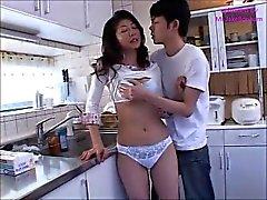 Japan momen Akaya tooks badet i hennes pojke som ett ( MrBonham )