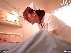 Dai grossi seni ragazzo giapponese infermiera prese in giro